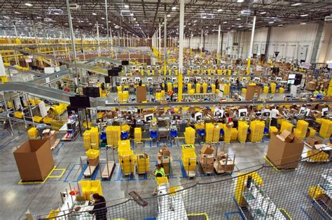 Amazon warehouse jobs push workers to physical limit | The