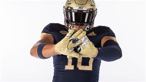 Saturday's Uniforms a Nod to 1990 National Champs