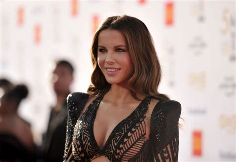 Kate Beckinsale - Biography, Height & Life Story   Super